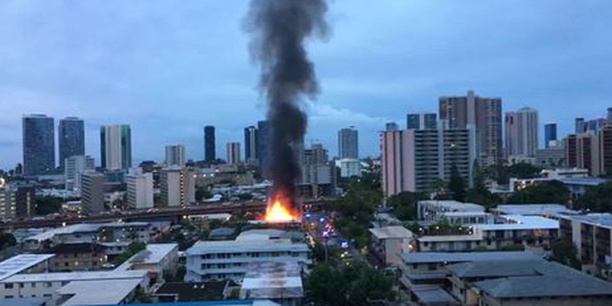 Early morning blaze rips through abandoned home in Makiki