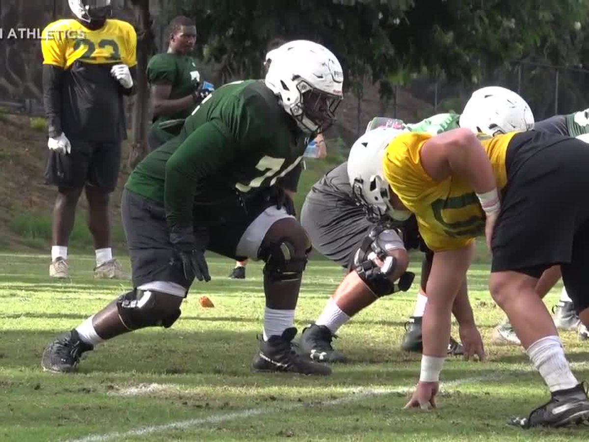 UH football prepares offense for their season opener against Fresno State