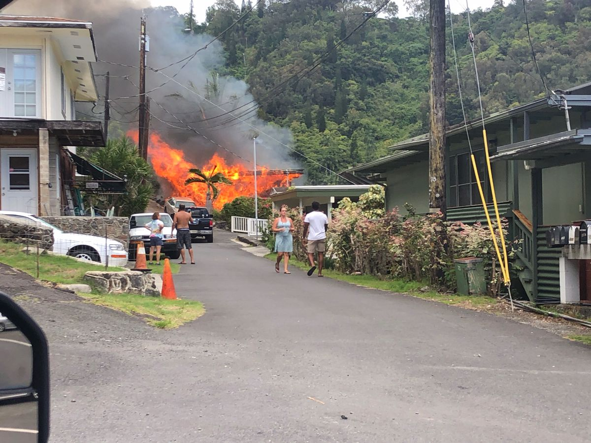 'Immense,' 3-alarm blaze rips through Pauoa home