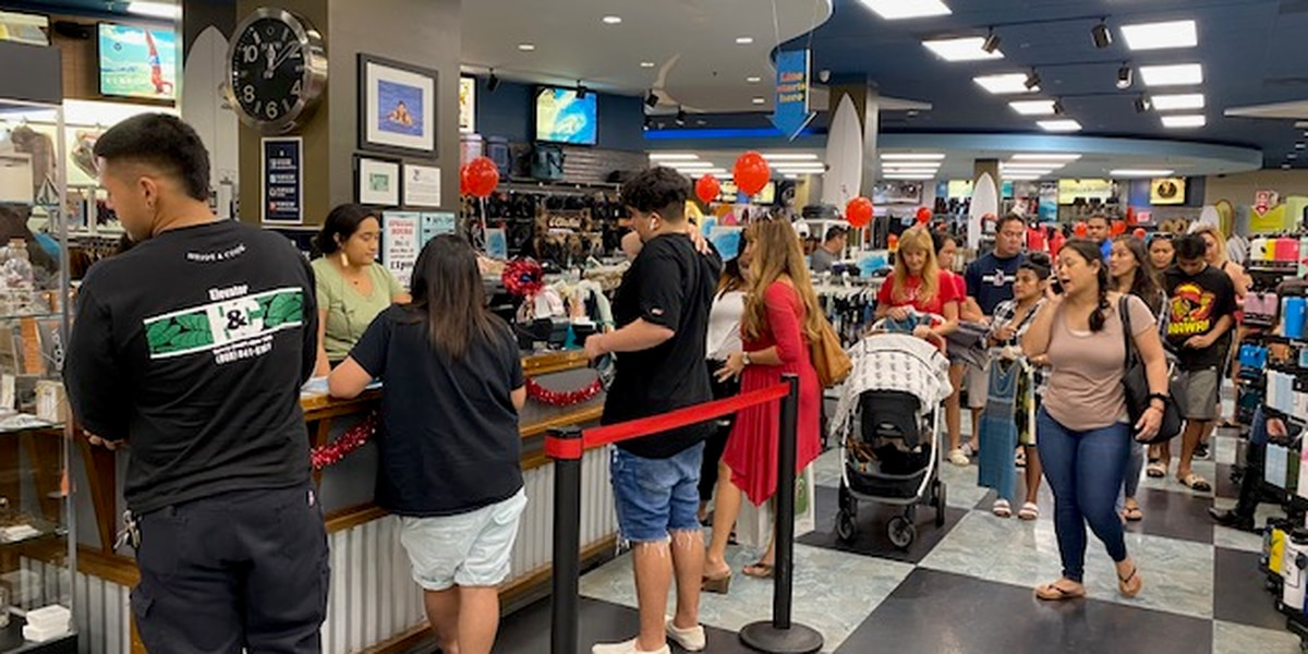Hawaii shoppers flock to malls for last-minute gifts ... and deals