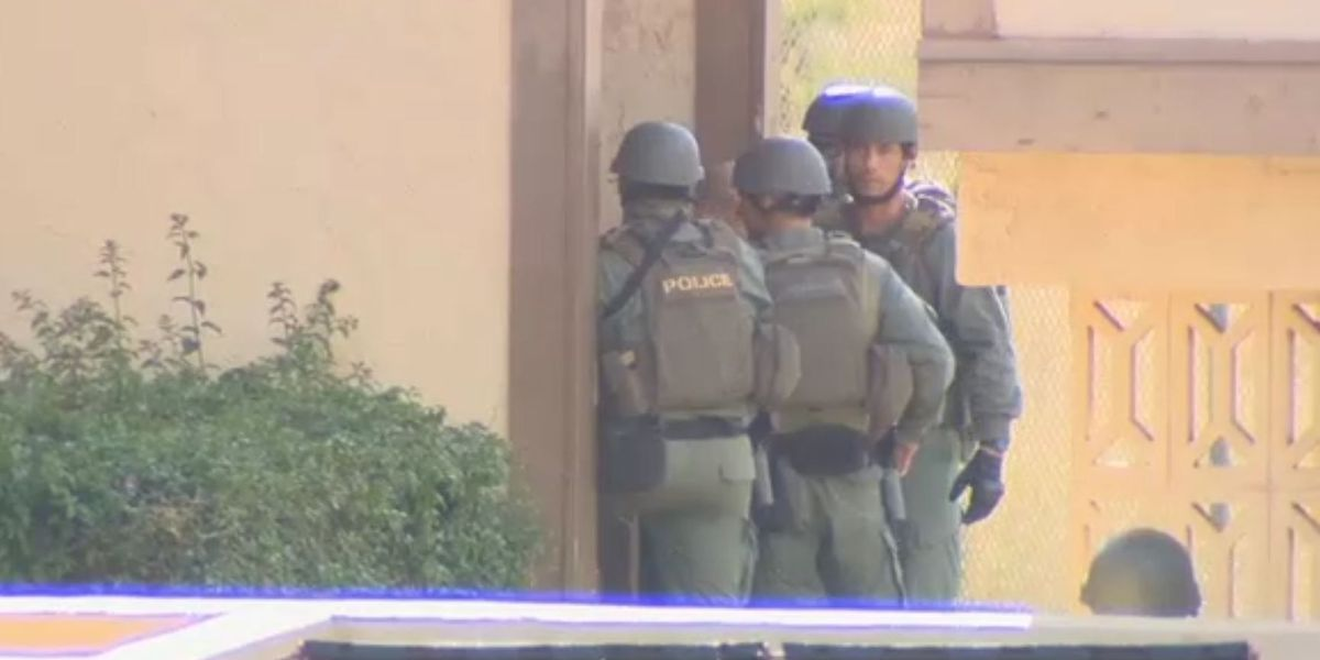 Woman held in Waianae standoff says she doesn't know why suspect came to her
