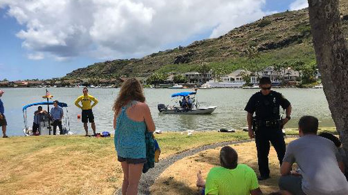 Woman dies after her car ends up in Hawaii Kai lagoon