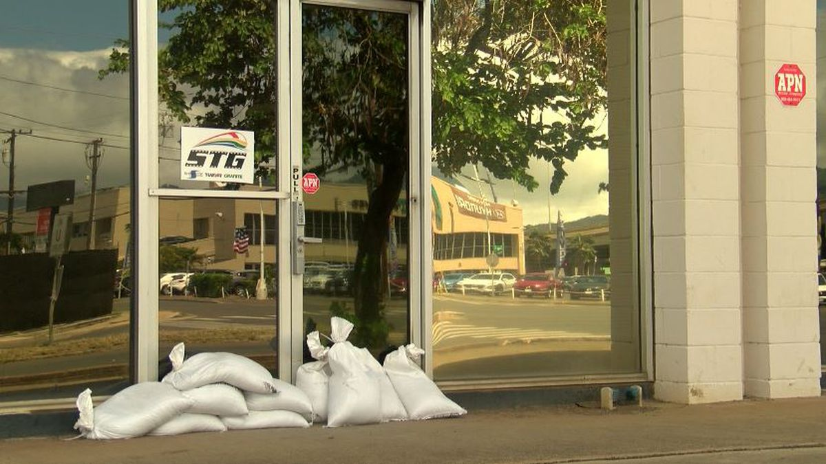Government offices on Oahu, Kauai closed Monday as a precaution