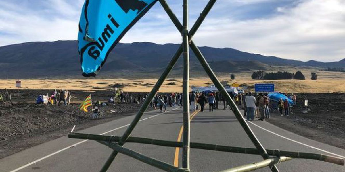 Protesters deny group of observatory technicians access to summit