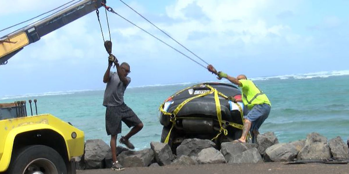 Driver falls asleep at the wheel, sending car into the water in Windward Oahu