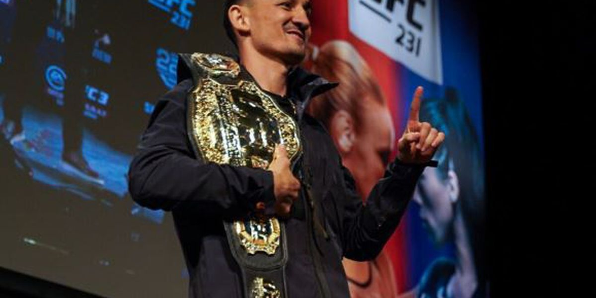 Holloway stops Ortega by TKO at UFC 231