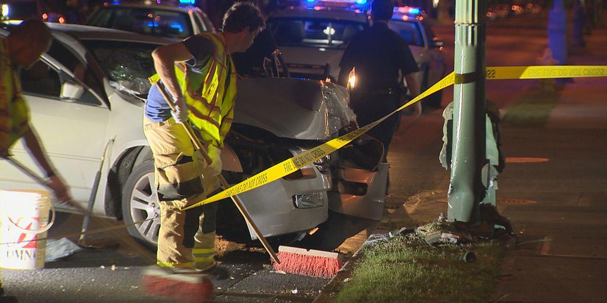 2 seriously injured after sedan crashes into pole in Waikiki
