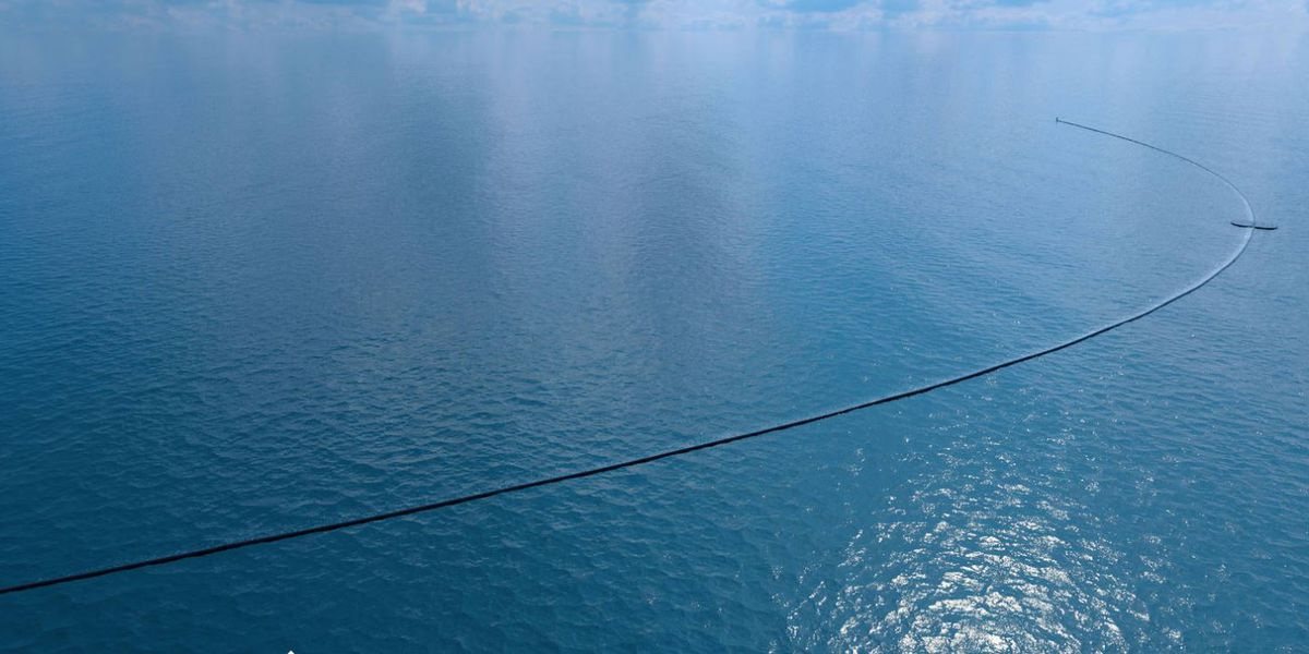 A floating pipe and net to tackle the Great Pacific Garbage Patch
