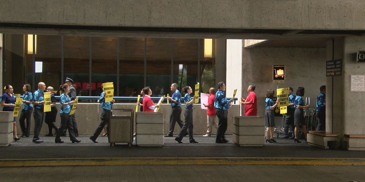 Hawaiian Air flight attendants picket over contract negotiations