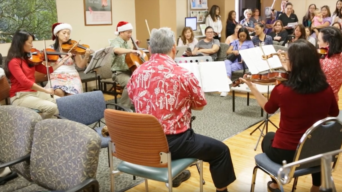 Physicians turned musicians perform Christmas classics at Kaiser clinic