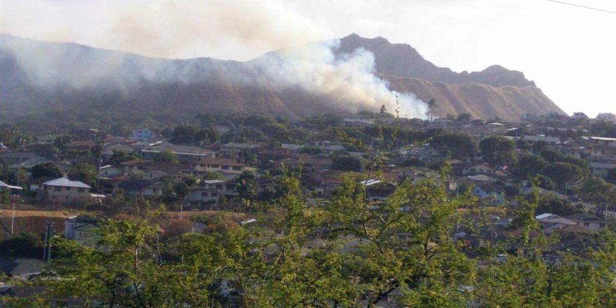 Brush fire closes roads near Diamond Head