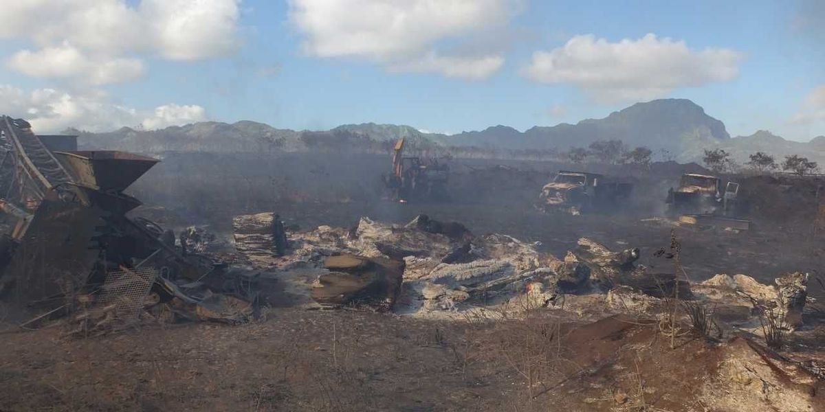 Brush fire in Poipu burns 215 acres, destroys heavy machinery