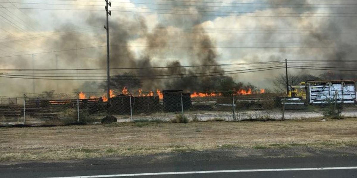 PHOTOS: Brush fire in Kapolei sends thick smoke billowing