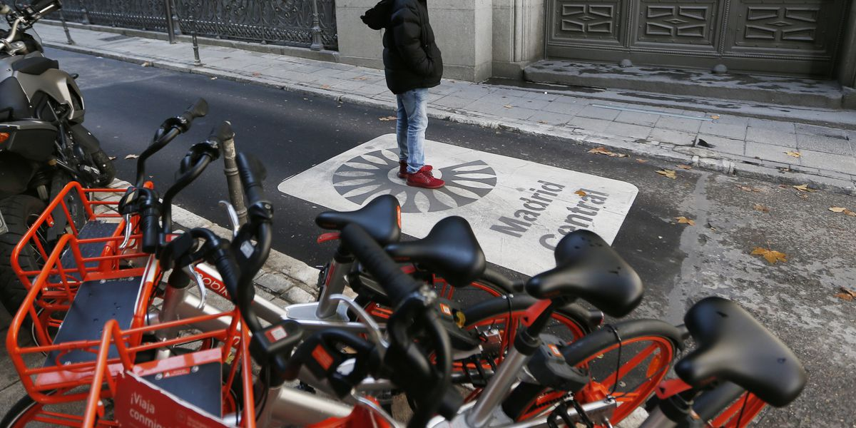 Notorious for bad fumes, Madrid launches polluting-car ban