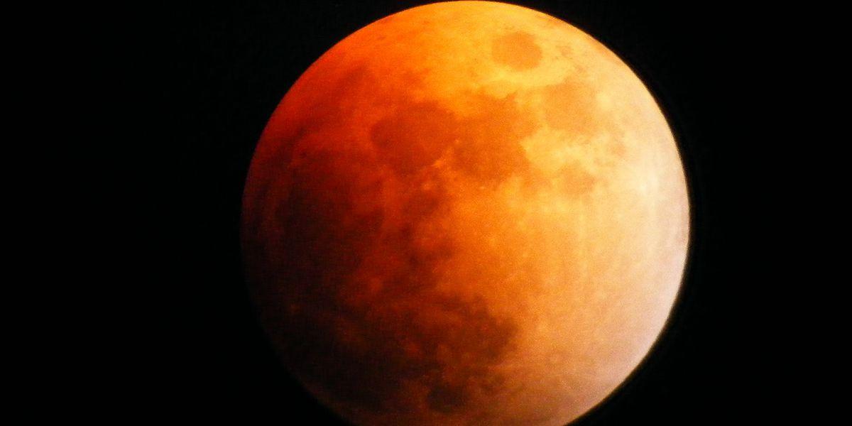Super blood moon thrills onlookers with vibrant shade of red