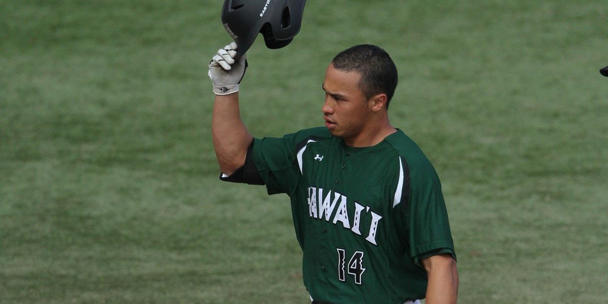 Kolten Wong's jersey retired by UH