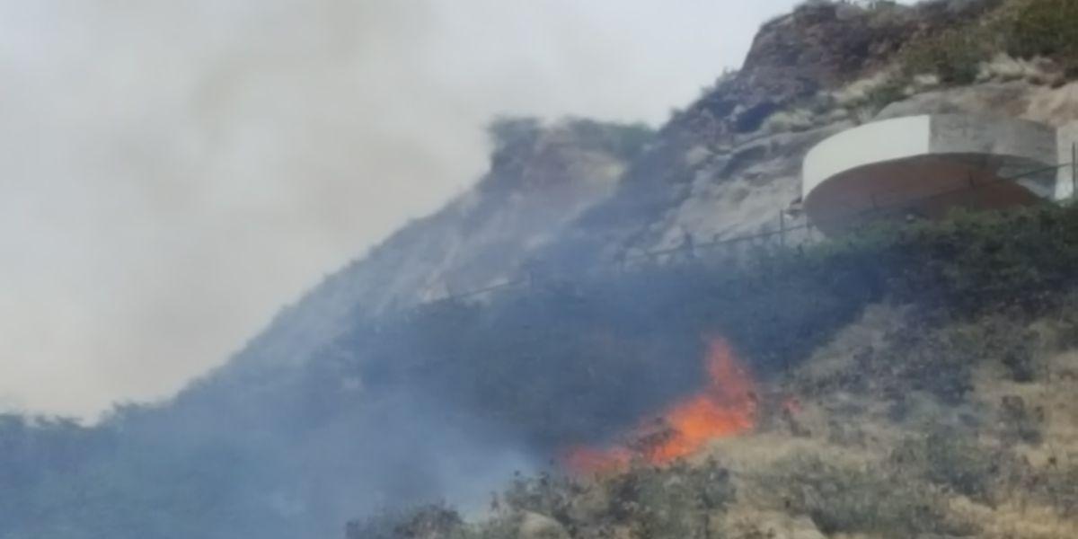 Firefighters extinguish brush fire on Diamond Head