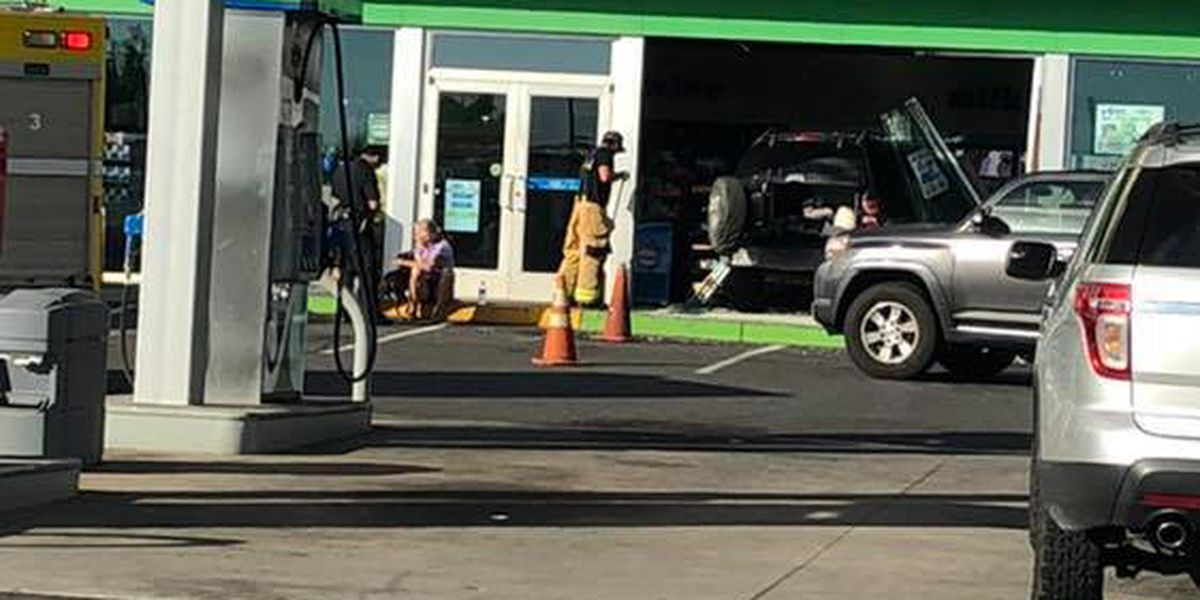 Car crashes into a convenience store in Kailua-Kona