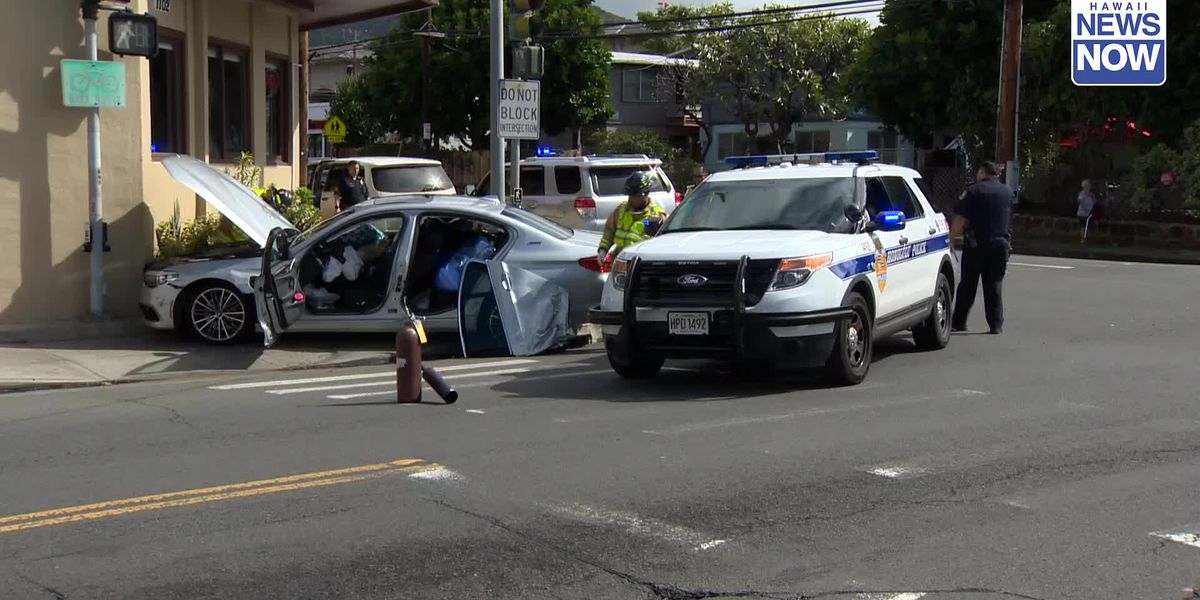 Woman, 66, seriously injured in a crash on a busy Honolulu Street