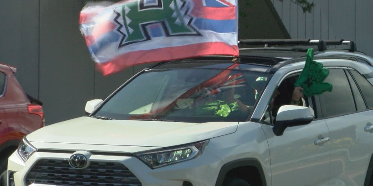 'Bows volleyball returned home to hundreds of UH fans celebrating their National Championship