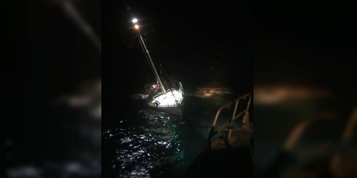 2 mariners rescued from sinking sailboat near Maui overnight